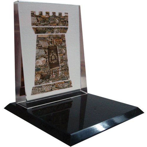 TRI-e-color-printing-on-glass-award-and-acrylic-black-base.png