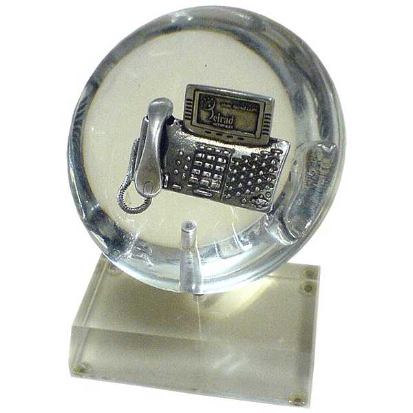 Telrad_Metal_telephone_Model_and_elctronic_parts_in_half_sphere_lucite_perspex__on_turning_base.png